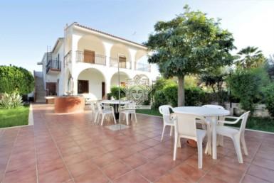 Villa bifamiliare con due indipendenti Residenziale