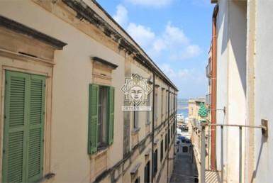 Appartamento con terrazzo poco distante dal Duomo